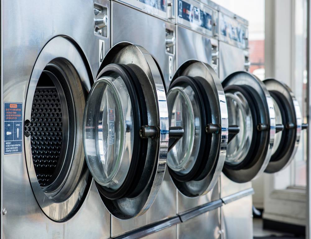 Lavatur y las ventajas de las lavanderías autoservicio